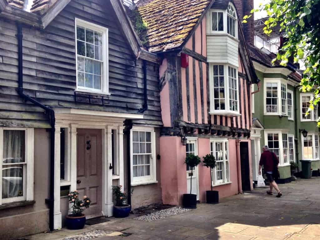 Houses in Horsham, West Sussex