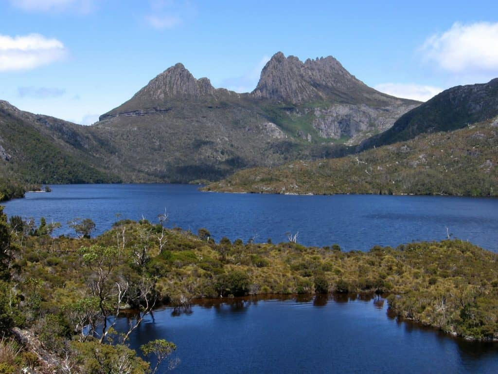 australian bucket list ideas cradle lake national park tasmania