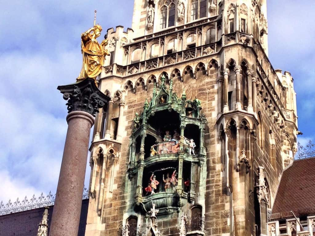 places to see in Munich: Marienplatz New Town Hall with Mariensaule and Glockenspiel