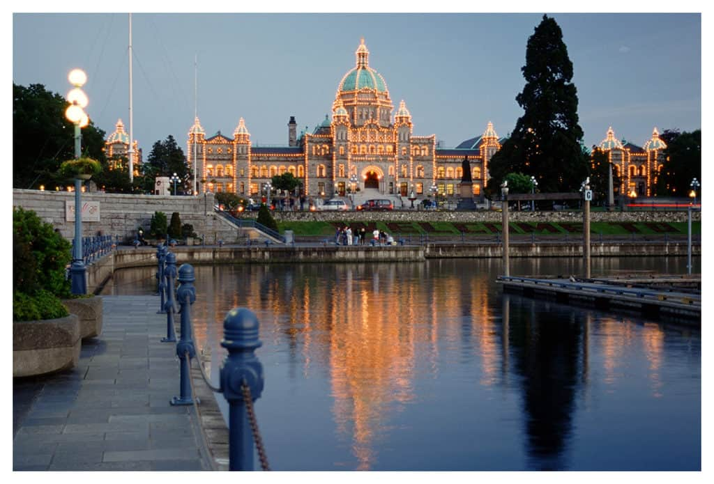 victoria day trip from vancouver - parliament building