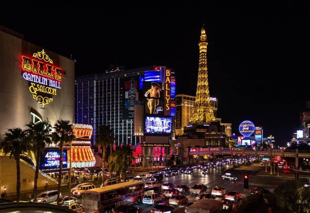 A Gambler's Guide to Las Vegas: How Does it Compare to Online Gambling